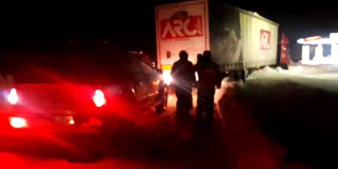 Kayan TIR Bursa-Bandırma karayolunu ulaşıma kapattı