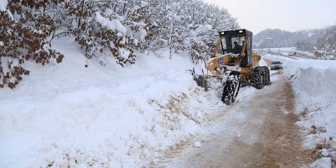 Bursa'da karla mücadele hız kesmeden devam ediyor