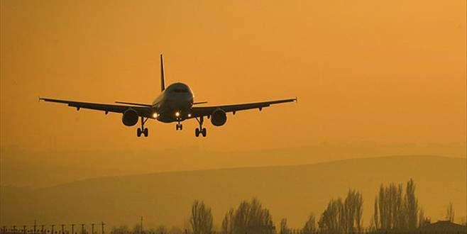 Almanya'dan gelen uçağa yıldırım isabet etti