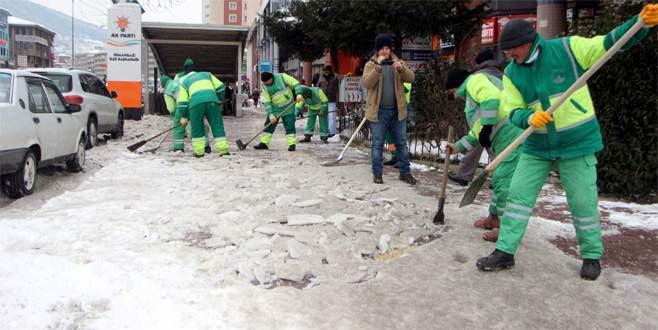 Bursa'da buz temizliği