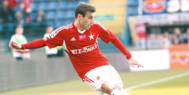 Sağ kanada Boban Jovic