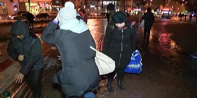 Bursa'da şiddetli lodos, vatandaşlara zor anlar yaşattı