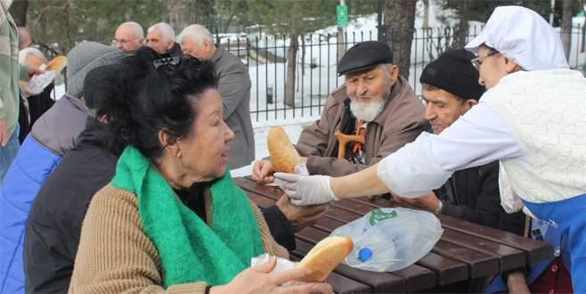 Huzurevi sakinlerinden karda mangal partisi