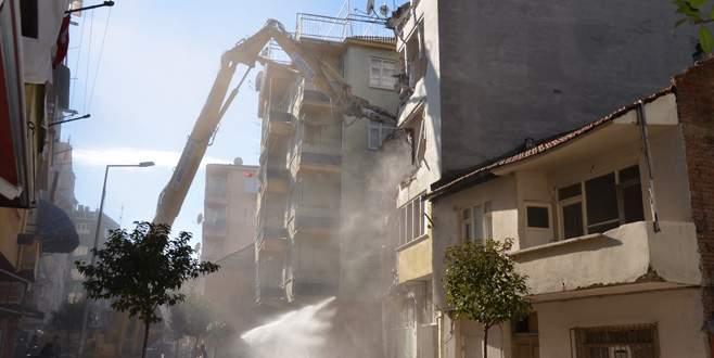 Gemlik'te riskli binalara yıkım