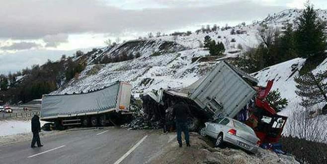 11 araç birbirine girdi: 18 yaralı
