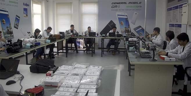 Öğrenciler 'cep' tamirinden ayda bin lira kazanıyor