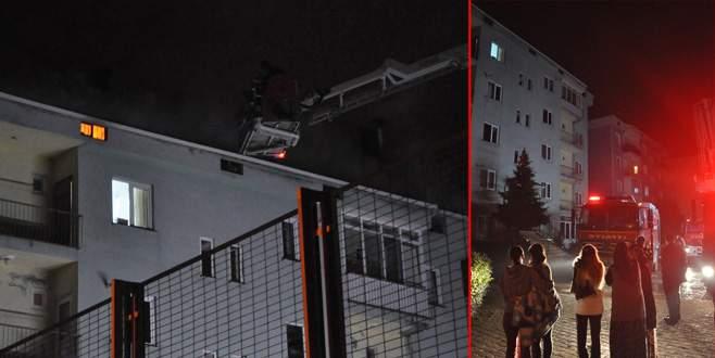 Çatıdaki yangın paniğe neden oldu