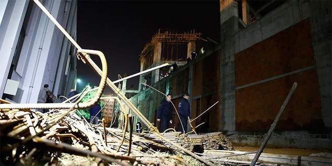 Akdeniz Üniversitesi yerleşkesinde inşaat iskelesi çöktü