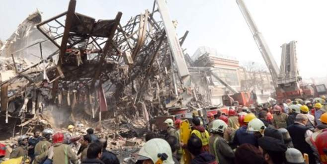 17 katlı bina çöktü: 30 itfaiyeci öldü!