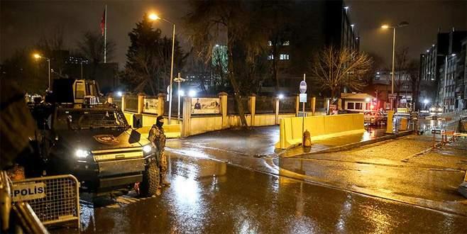 İstanbul Emniyet Müdürlüğü'ne lav silahıyla saldırı