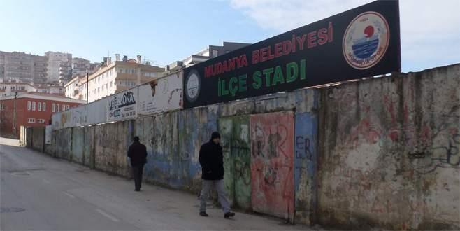 Mudanya Stadı dökülüyor