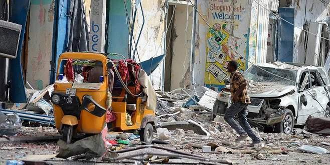 Mogadişu'da bombalı saldırı: 12 ölü
