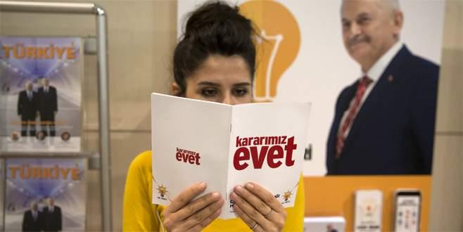 AK Parti'den 'Kararımız Evet' sloganlı kitapçık