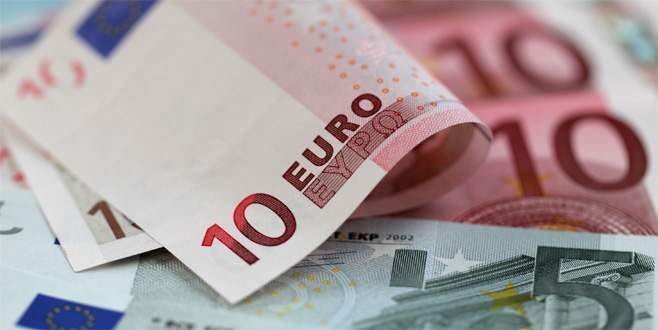 Euro Fitch kararı öncesi rekor kırdı