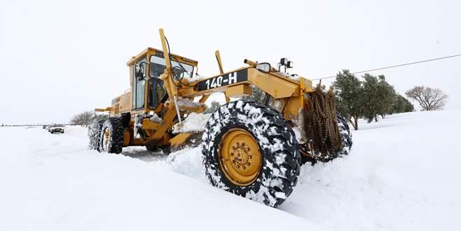 Bursa'da karla mücadele kesintisiz sürüyor