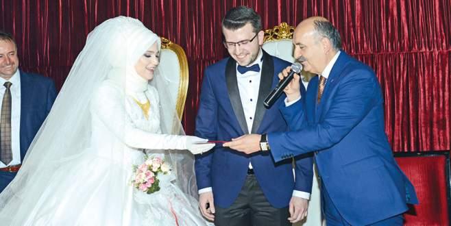 Evlilik cüzdanı Bakan'dan