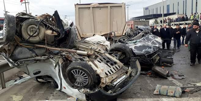 Zincirleme kaza: 1 ölü, 14 yaralı