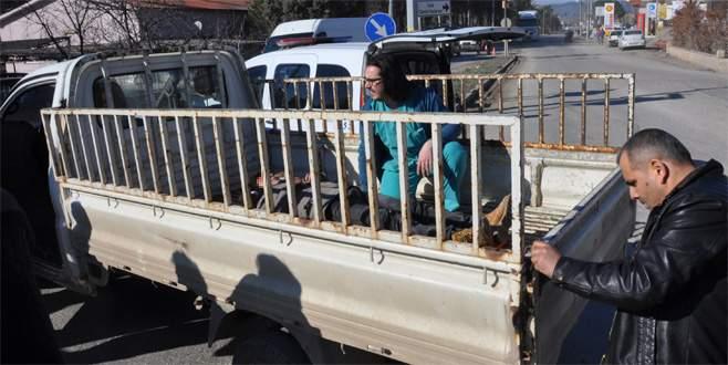 Hastaneye kamyonet kasasında götürüldü
