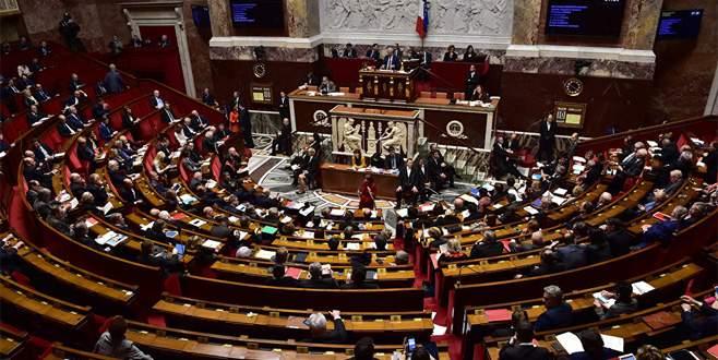 Parlamentoya polis baskını