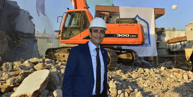 Bursa'da riskli binalar yıkılıyor