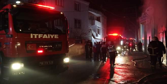 Bursa'da kumaş deposunda yangın