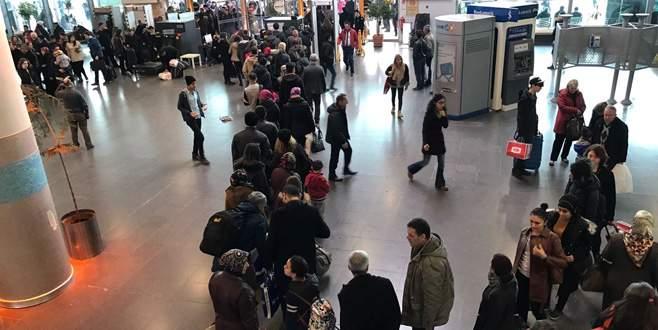 Bursa terminalinde tatil dönüşü güvenlik kuyruğu