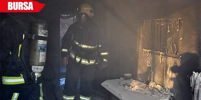 Çakmakla oyun evi yaktı