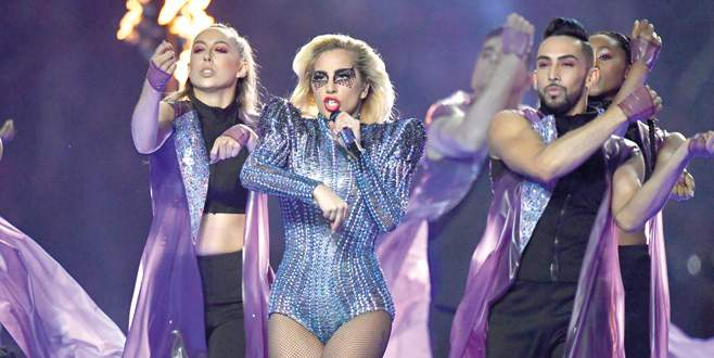 Super Bowl'da süper Gaga