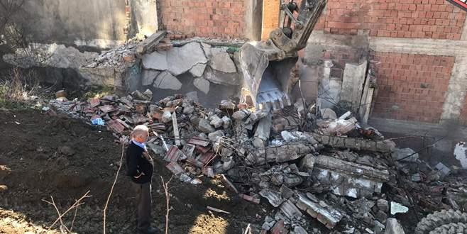Gemlik'te metruk bina yıkımları devam ediyor