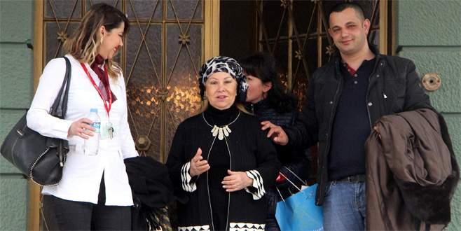Bedia Akartürk Bursa'da katarakt ameliyatı oldu