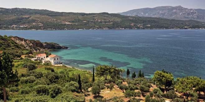 Yunanistan AB'ye rağmen 'kapıda vize'de kararlı