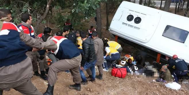 Şenlikten dönen minibüs şarampole yuvarlandı: 2 ölü, 16 yaralı