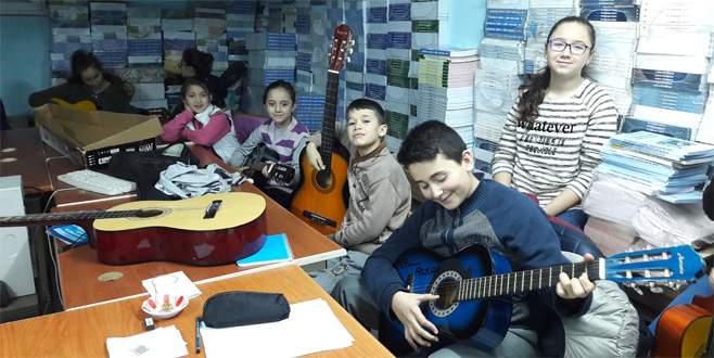 Orhaneli'nde gitar kursu açıldı