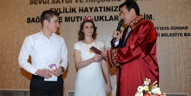Bursa'daki nikah salonlarında 'Sevgililer Günü' mesaisi