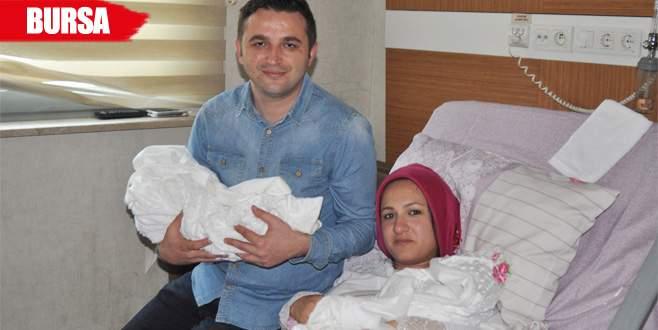 Sevgililer Günü'nde ikiz bebek sevinci yaşadılar