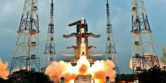 Hindistan 104 uydu birden fırlattı