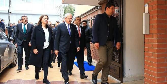 Kılıçdaroğlu, başörtüsü nedeniyle darp edilen Yiğit'i ziyaret etti