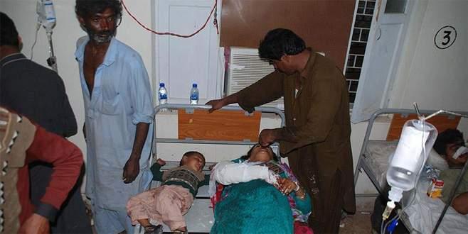 Pakistan'da türbeye bombalı saldırı: 70 ölü