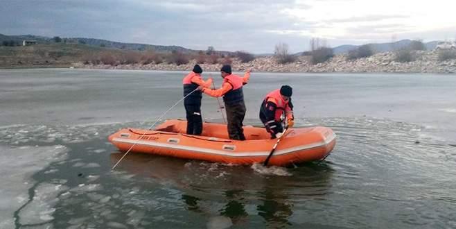 Buz tutan gölete düşen çocuk boğuldu