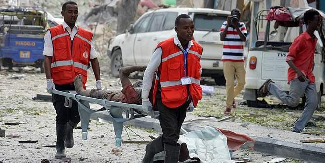 Somali'de pazar yerine bombalı saldırı: 20 ölü