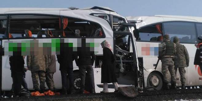 İki otobüs çarpıştı: 8 ölü