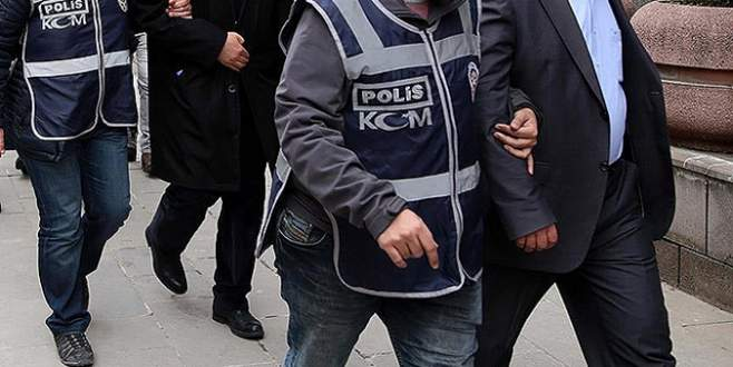 FETÖ'nün 12 'mahrem imamı' gözaltında