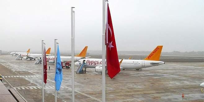 Uçaklar yoğun sis nedeniyle Bursa'ya indi