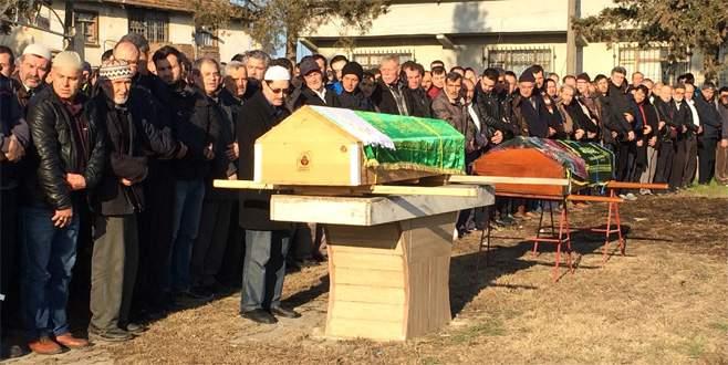 TIR'ın sebep olduğu kazada ölen çift toprağa verildi