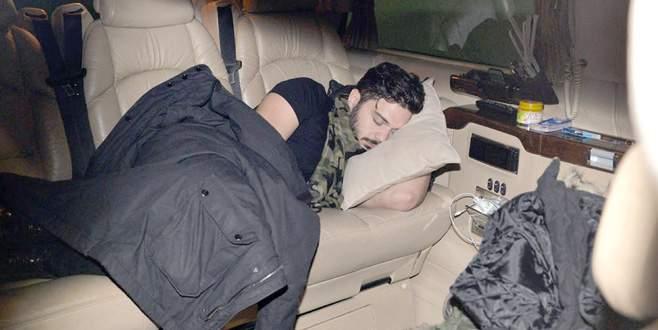 Yorgunluktan arabada uyudu