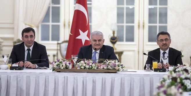 Başbakan Yıldırım'dan 'bozkurt işareti' açıklaması