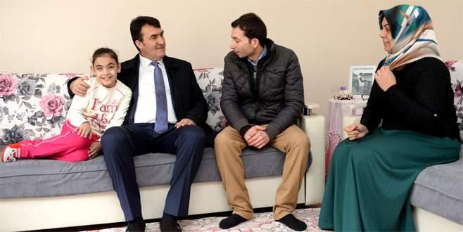 Başkan Dündar, minik Esma'nın umudu oldu