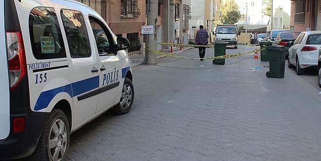 Sokak ortasında tartıştığı kadını öldürdü