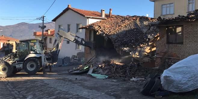 Gemlik'te metruk binalara yıkım