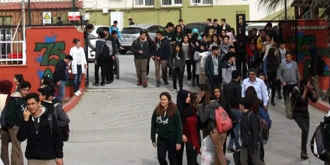 Dışarıdan yemek siparişi veren öğrenciler bıçaklandı